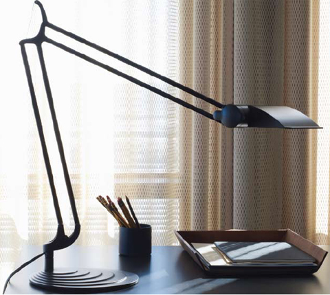 Humanscale DT2E Double Arm with Shade Diffrient Task Light Application